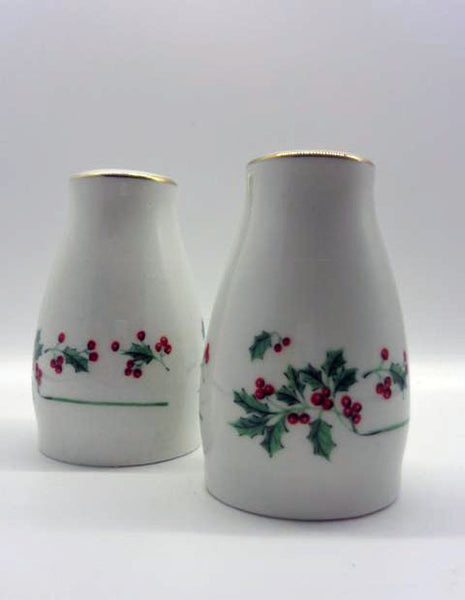 Pfalzgraff Poinsettia Salt And Pepper Shakers Gold Trim