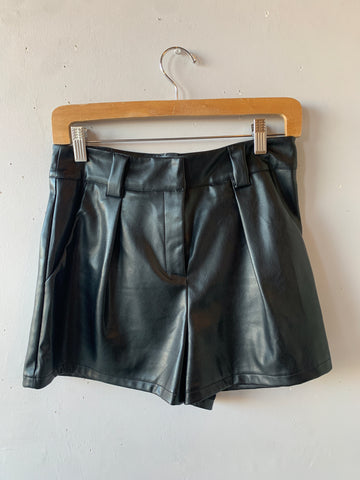 GAMBIT Vegan Leather Pleated Shorts Black