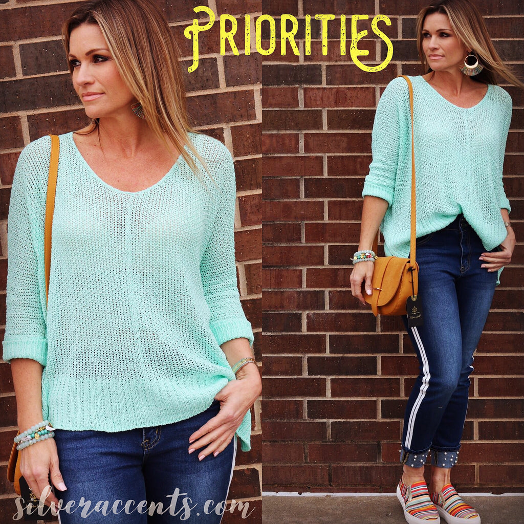 PRIORITIES RollSeeve V-Neck HiLo Lightweight Sweater Top