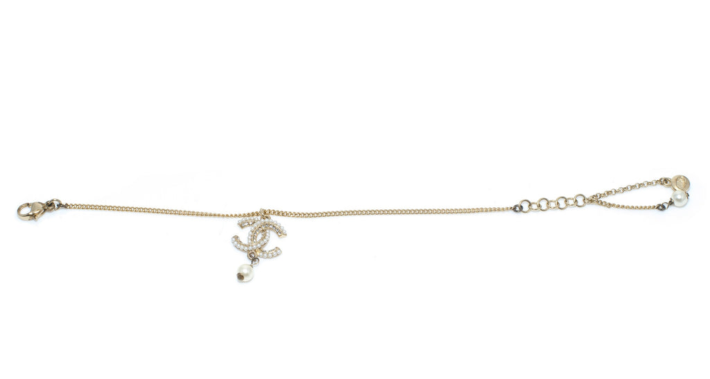 Delicate Chain Bracelet with CC Logo & Pearl Detail