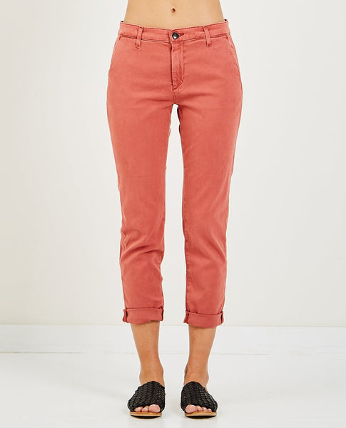 AG JEANS CADEN CHINO SULFUR MAHOGANY RED
