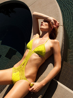 Lattice Monokini