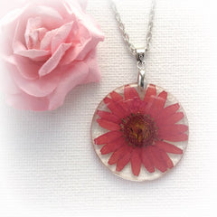 Dark daisy pink necklace