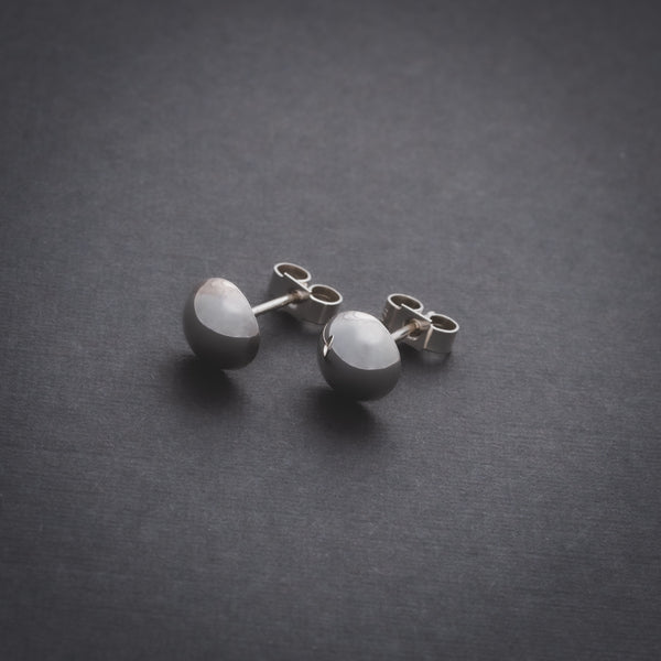 Kando medium stud earrings