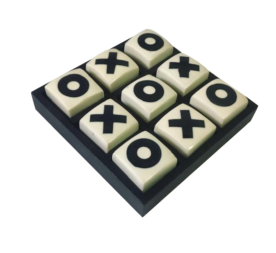 Mini Tic-Tac-Toe Set in Black/ White