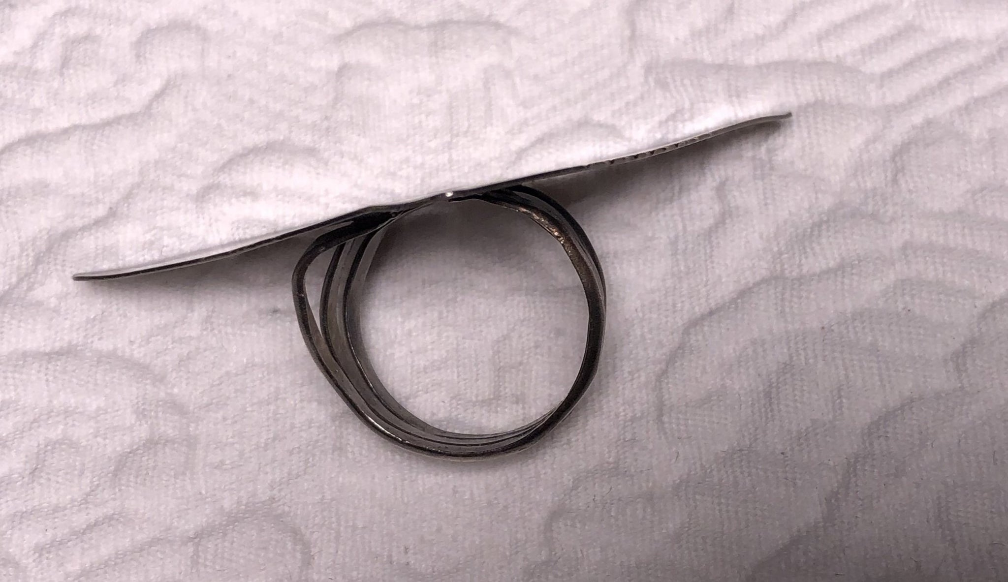 Sterling Silver Triangle Screen rolled Ring size 8