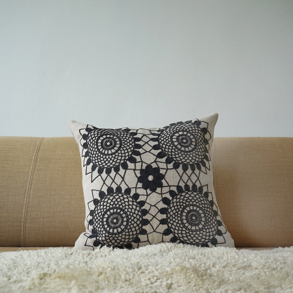 Big Crochet Grey on Natural Linen