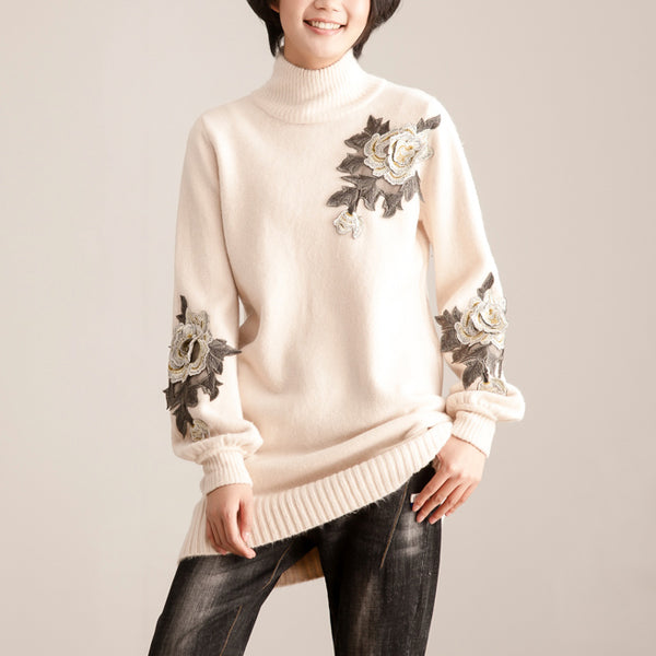 Turtle Neck Long Sleeve Flower Applique Women Beige Sweater