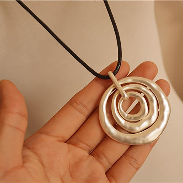 Alloy Circle Wax Rope Pendant Necklace