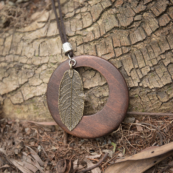 Women Vintage Retro Leaf Pendant Wooden Necklace - Buykud