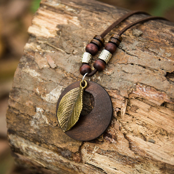 Women Wooden Vintage Leaf Pendant Necklace - Buykud