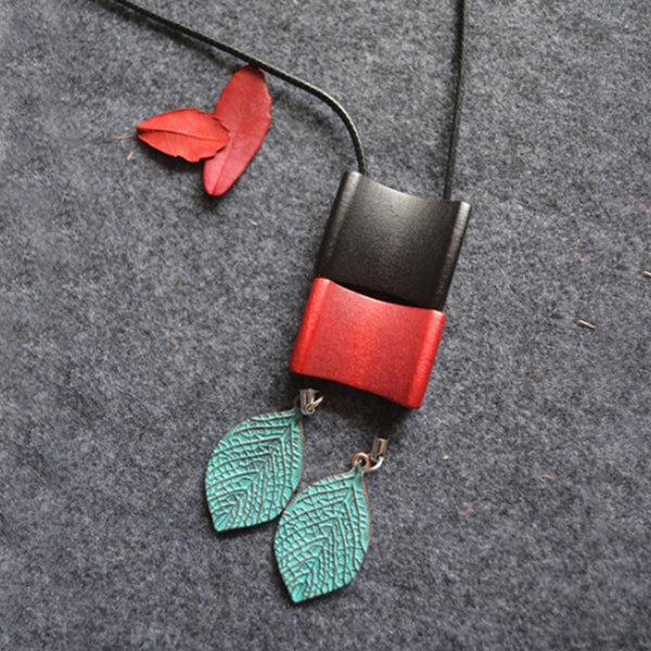 Retro Wood Chips Copper Green Leaves Pendant Necklace