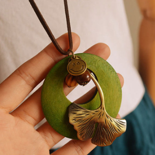 Ethnic Ginkgo Leaf Green Round Wood Pendant Necklace - Buykud