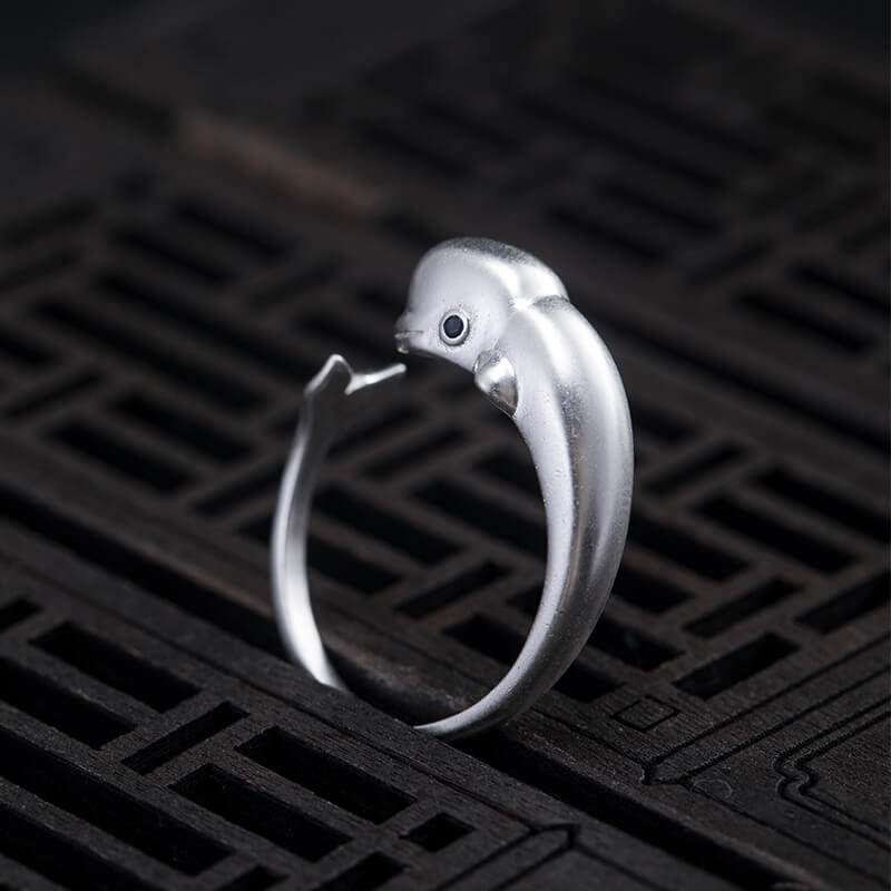 Female Silver Beluga Simple Ring