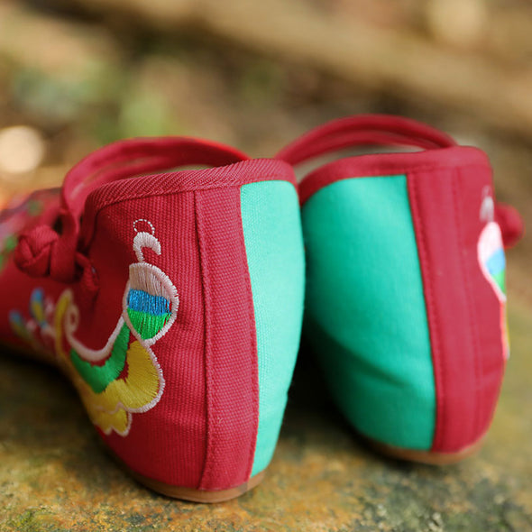 Delicate Flower Embroidery Red And Green Thick Heel Cloth Shoes - Buykud