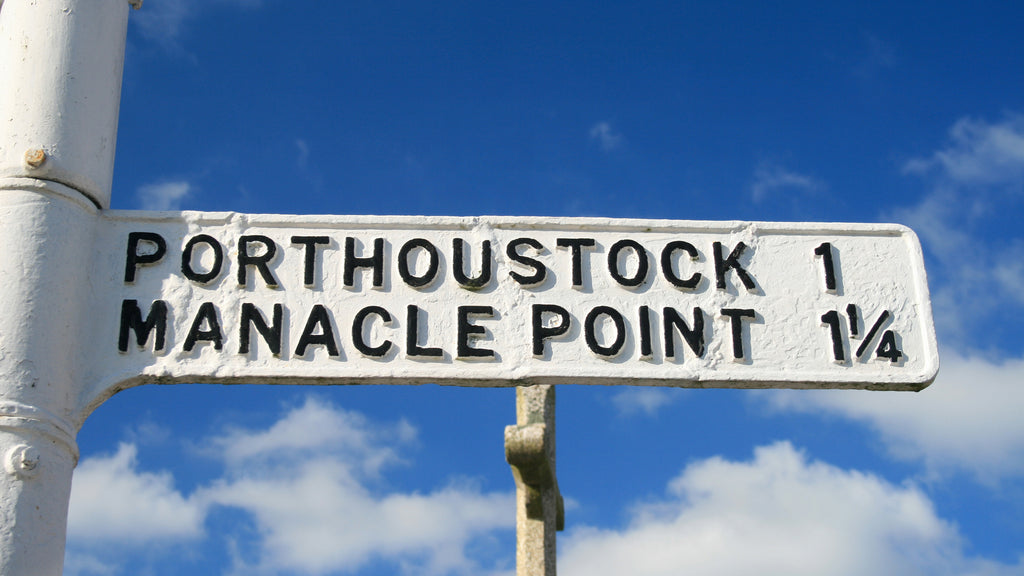 Sign post to Porthoustock and Manacle Point