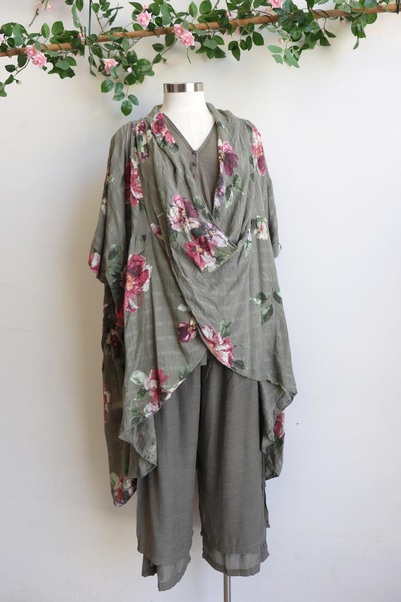 Ladies 100% pure linen poncho throw over. Italian made this generous plus size kaftan add a floral statement to a special occasion outfit - Olive green