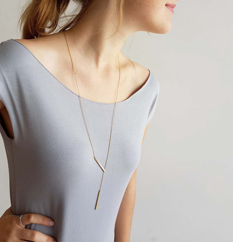 De Bar Lariat Necklace. Fine Gold Sliding Chain. Gold.