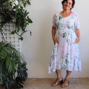 Womens below the knee summer dress is fully lined with side seam pockets. Chic + classic a-line shaping in a floral print,made with a lightly textured 65%-35% cotton/poly blend. Sizes 8/10 to 18/20.