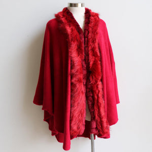Faux-fur trimmed winter knit came made with wool/poly fibre in plus size fitting. Red.