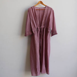 Women's 100% cotton robe with drawstring waist. Free-size garment with 3/4 sleeve with lace and cotton fringe. Fits bust size up to 120cm.