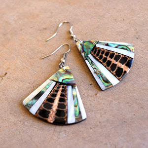 By The Sea Shore Earrings / Mother Of Pearl Shell / Fin - Dark.