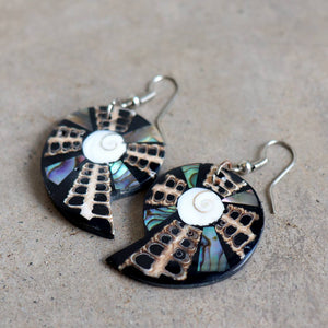 By The Sea Shore Earrings / Mother Of Pearl Shell / Shell-Dark.