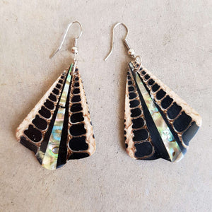 By The Sea Shore Earrings / Mother Of Pearl Shell / Black Fan.