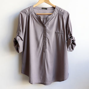 Classic cut women's summer blouse with scalloped hem and 3/4 length button-back cuffed sleeves. Made from a soft, cotton-feel rayon, perfect easy wear/smart-casual attire. Sizes 8-18. Silver,