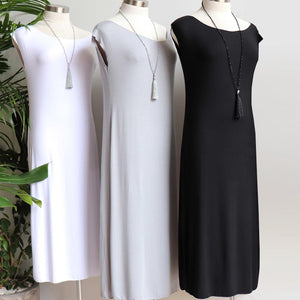 Below the knee, sleeveless t-shirt dress with boat neck and side splits. A classic style dress.