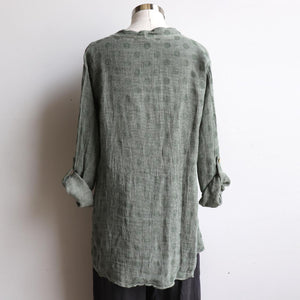 Italian made Smock Top created with a luxurious linen/cotton, patterned with light spot detail. Fits sizes 10 to 18. Light Olive.