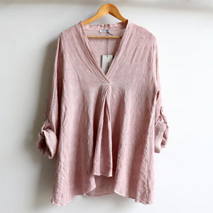 Italian made Smock Top created with a luxurious linen/cotton, patterned with light spot detail. Fits sizes 10 to 18. Rose Pink.