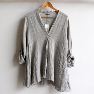 Italian made Smock Top created with a luxurious linen/cotton, patterned with light spot detail. Fits sizes 10 to 18. Silver.