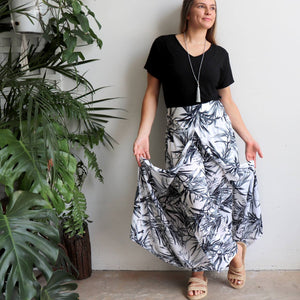 Free Spirit Wrap Pant is a classic wide-leg palazzo style with elegant monochrome bamboo leaf print.. Double open view..
