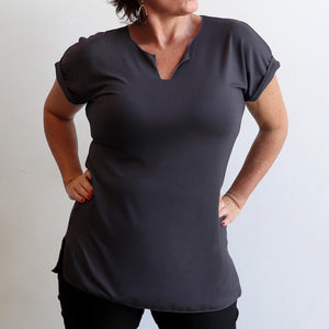 In The Moment T-shirt made in bamboo is the short-sleeved women's basic top. Charcoal grey.