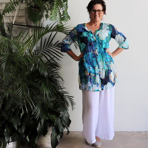 The tropical Island Resort Blouse is a top for seaside lunches and poolside cocktails or just to feel in a vacation mood! Blue. Long view.