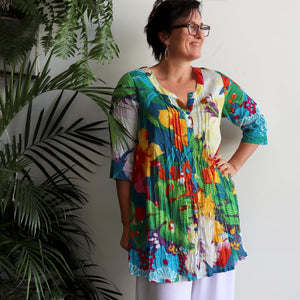 The tropical Island Resort Blouse is a top for seaside lunches and poolside cocktails or just to feel in a vacation mood! Red. Side view.
