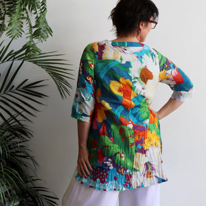 The tropical Island Resort Blouse is a top for seaside lunches and poolside cocktails or just to feel in a vacation mood! Back view.