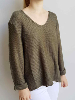 Oversize knit jumper with V-neck and boxy shape knit top perfect for weekend casual women's wear - khaki