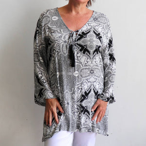 Laguna Shift Top. Crinkle rayon fabric. Plus size. Free flowing top with long sleeves.