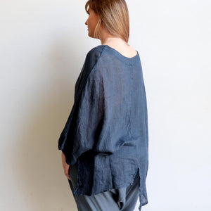 Made in Italy from 100% linen, in a generous one size with below the elbow sleeve. Perfect as an easy throw or holiday outfit. Available in a choice of classic colours. Navy Blue.