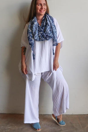 Elastic waist long lounge pant in softly flowing linen blend fabric with a luxe feel. White.