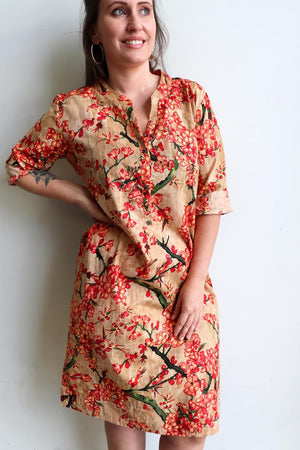 Ladies spring to summer, button-up, knee length, half sleeve tunic dress. Sizes small through to XXL - Peach