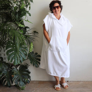 Towel Poncho manufactured with a super-absorbant microfibre. Large and roomy, great for the pool, beach or bathroom.