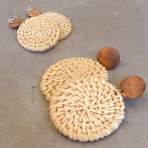 Natural raffia and wooden bead fashion earrings. Disk - Natural.