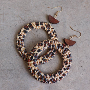 Natural raffia and wooden bead fashion earrings. Hoop - Dark.