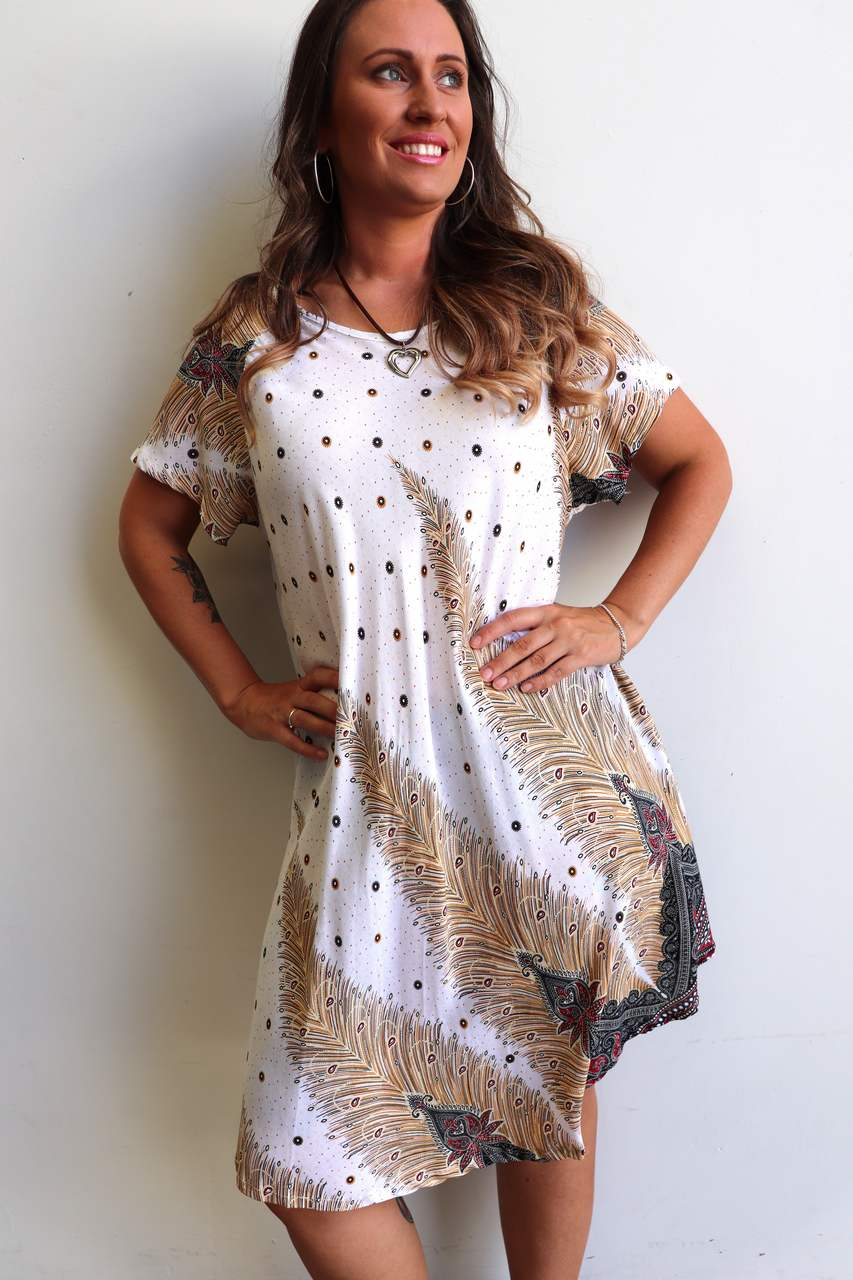 9df44d5a23c7 ... Short sleeve and below-the-knee hemline on this cool