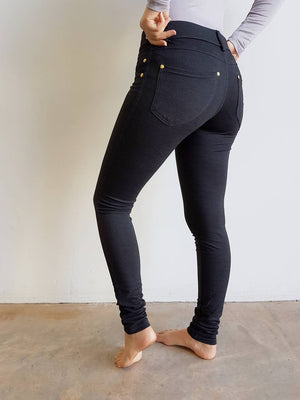 Stretch leggings made from cotton + spandex. A comfortable full length pant for the winter completed with belt loops and pockets. Charcoal Grey.