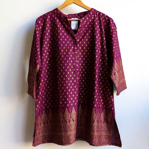 Sunshine Kurta Tunic manufactured in a striking temple themed patterned print. Ethically handmade + produced in lightweight cotton with a mid-length sleeve. Available in sizes S-XXXL. Plum.