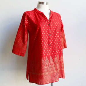Sunshine Kurta Tunic manufactured in a striking temple themed patterned print. Ethically handmade + produced in lightweight cotton with a mid-length sleeve. Available in sizes S-XXXL. Red.